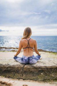 woman-yoga-meditate-sea 9